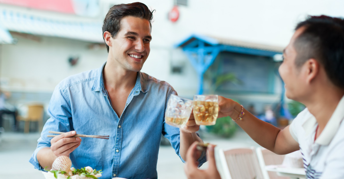 From drinks, to utensils and tipping, every country has its own customs when eating.