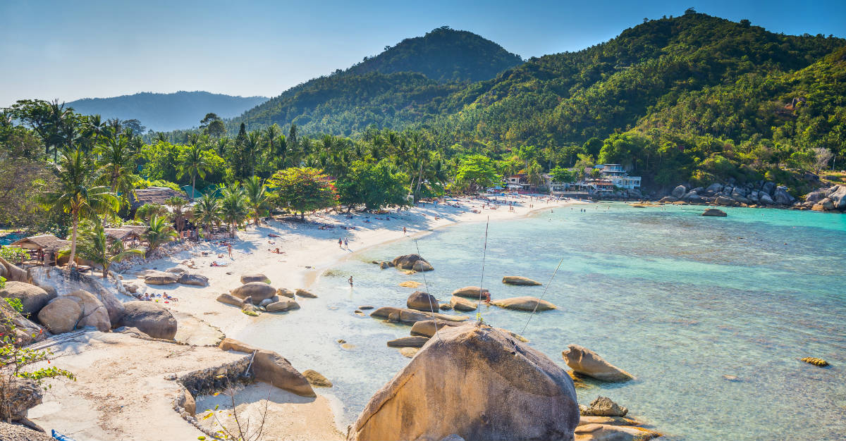 Koh Sumai avoids the monsoons with the benefit of less tourists.