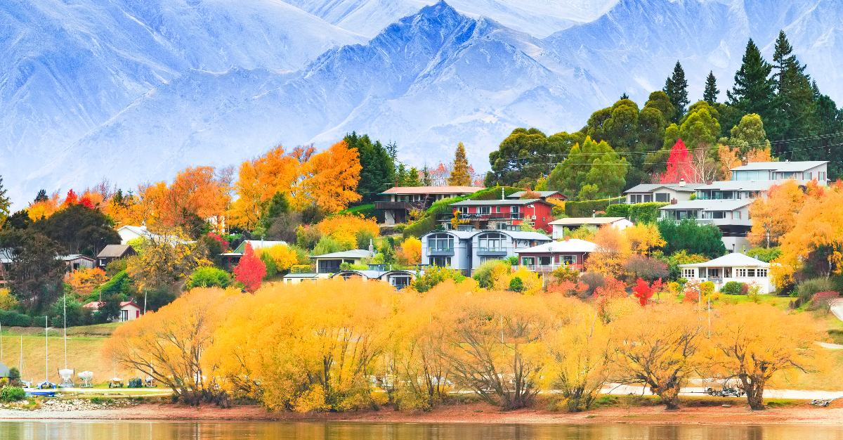 Wanaka is located at the foot of the scenic Alps.